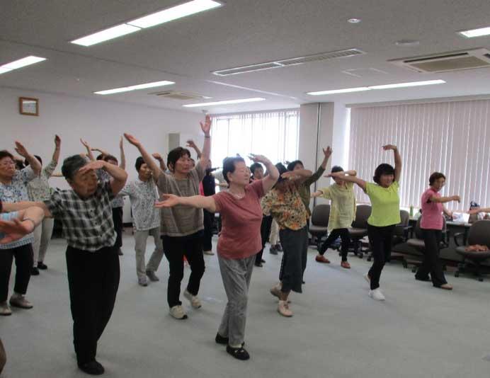 新潟市老人クラブ連合会の会議で「にしかんみんなの体操」 を行いました。